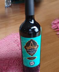 Ananías es un vino Malbec sedoso, delicado y frutado.  Elaborado por expertos enólogos y bodegueros certificando el 100% de sus procesos y materias primas, hasta el corcho, libres de gluten.  Toda la expresión de nuestras uvas malbec mendocinas, hacen que este vino sea disfrutado por todos y en toda ocasión. Se vienen los brindis!